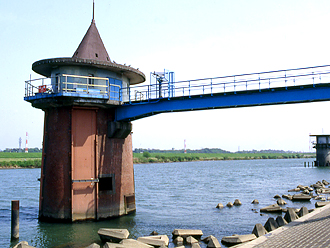 金町浄水場の取水塔  | 葛飾区地域ポータルサイト